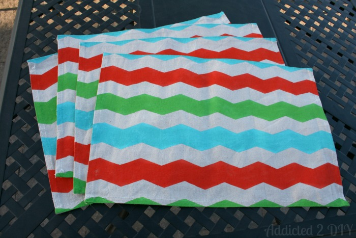 Make these fun summer placemats out of drop clothes!