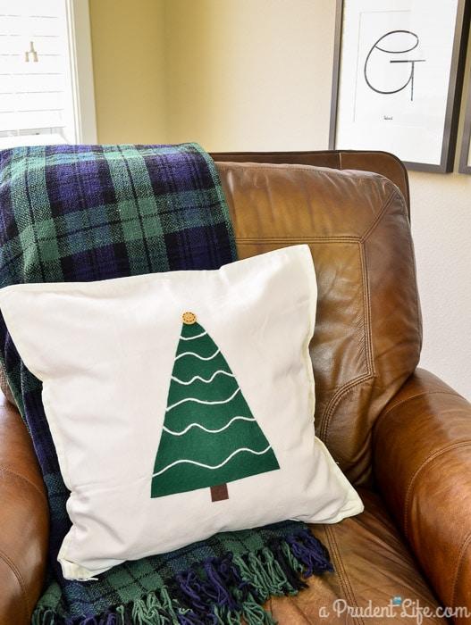 DIY No Sew $5 Rustic Christmas Pillow