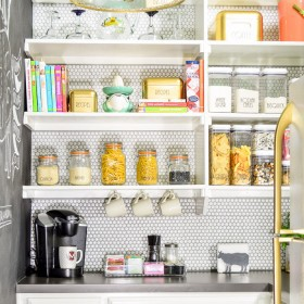 I need this pantry!