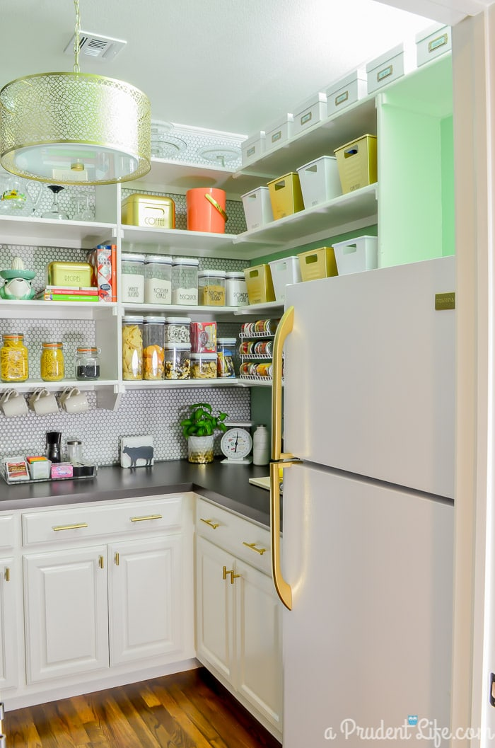 Organized Pantry - This post has tons of great ideas!