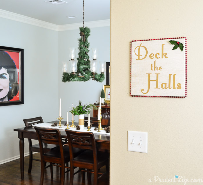 Deck your halls with this DIY Deck the Halls art - click to see the full tutorial!