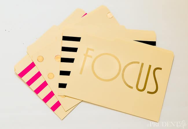 Cute folders don't have to be expensive - click for 3 quick upgrades to plain file folders.
