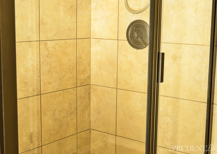 How to clean you shower glass without chemicals