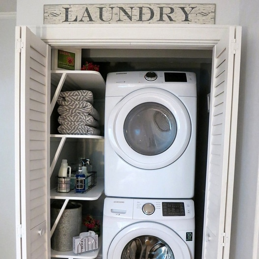 2BeesInAPod-LaundryCloset