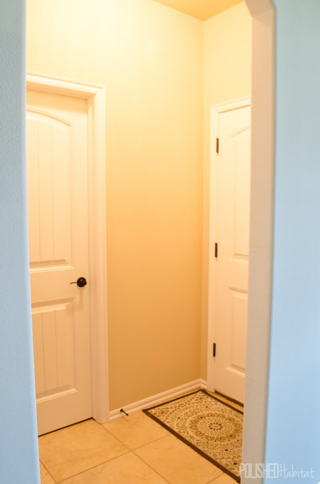 Mini-Mudroom BEFORE