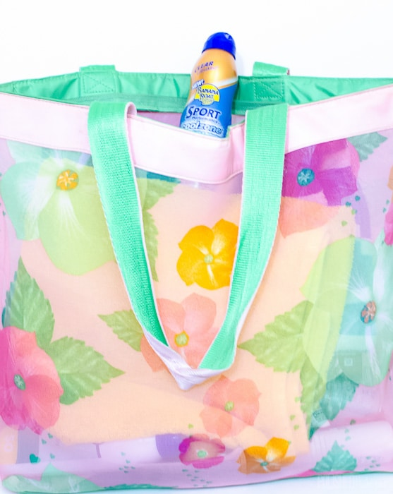 Keep a swimming bag ready to go with sunscreen, towels, and goggles. Click for other 10 minute organizing ideas!