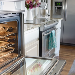 How to Clean Oven Glass {Even When It's REALLY Dirty}