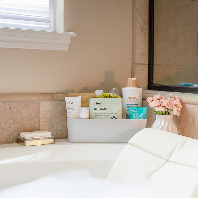 Organizing caddy for bathtub surround