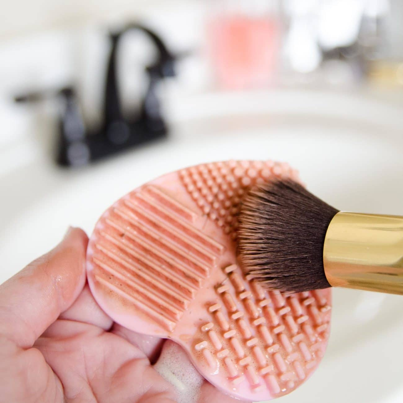 Silcone make up brush cleaning tool