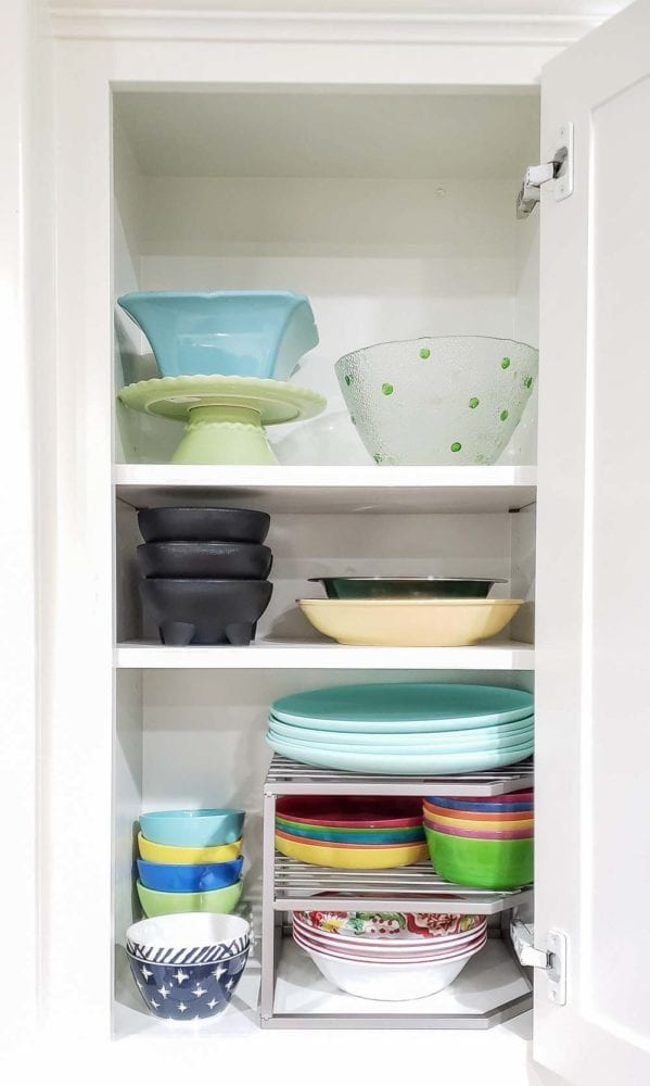 Organized upper kitchen cabinet